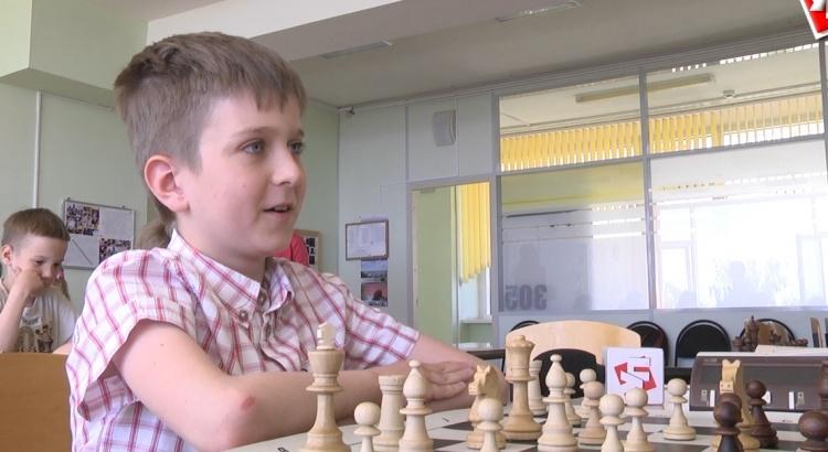 мальчик и шахматы